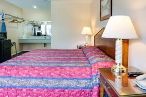 Motel Moonlight - King Bed